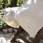 麻と綿、リバーシブルのガーゼケットで蒸し暑い夏の夜を快適に